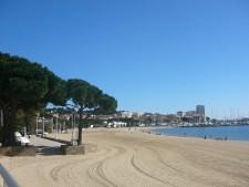 Ráno jsou pláže prázdné a upravené.