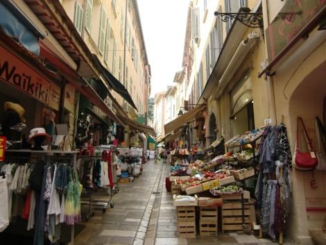 Úzké uličky v centru města.
